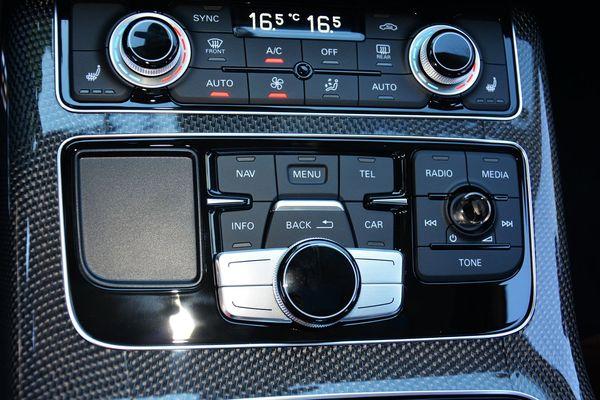 性能媲美超跑的四门豪华车 奥迪S8实拍解析