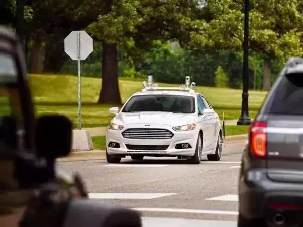 福特的无人驾驶已经不远?原来拿了四张好牌