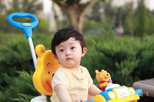 别人家的孩子坐的是迈凯伦P1,你家的孩子还在坐儿童车!