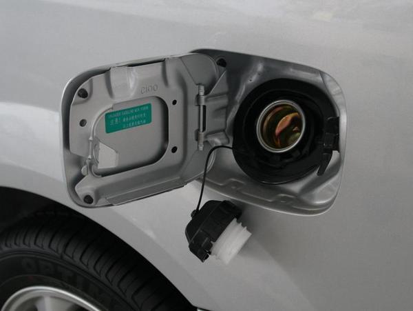别大意!汽车油箱定期清洁十分必要