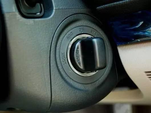 这几种汽车发动方式最费车 看看你有没有中枪(图1)