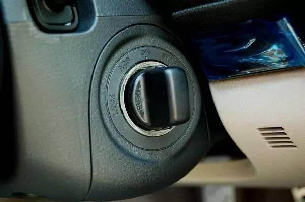 这几种汽车发动方式最费车 看看你有没有中枪(图2)