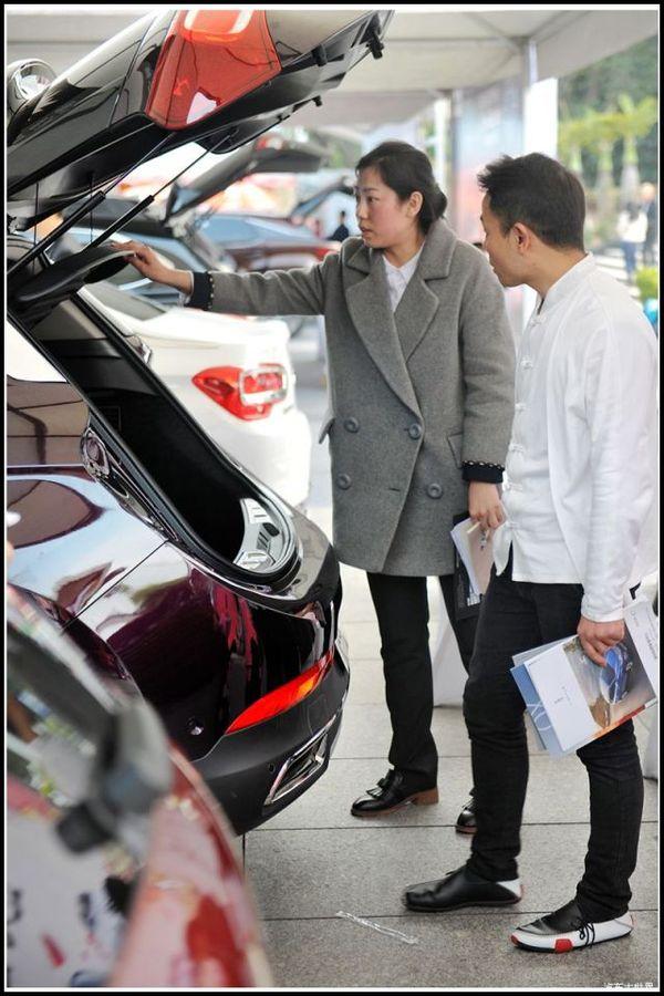 海灵车展买车记:为孩子保驾护航 超级奶爸逛车展