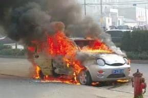 """司机当心!高温来袭,车内这些物品秒变""""定时炸弹""""!"""