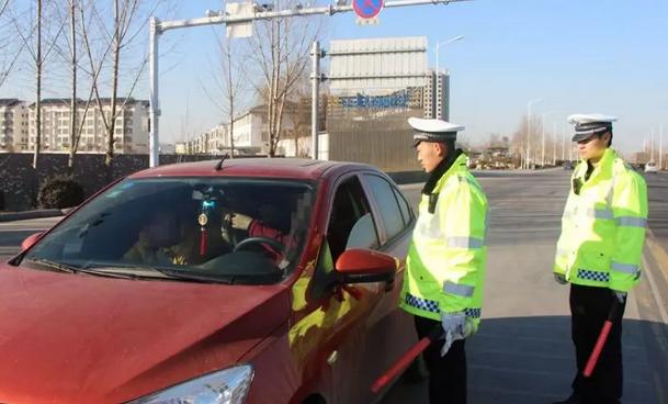 行驶证、驾驶证放车里会有什么后果?交警:已经没收好几本了!