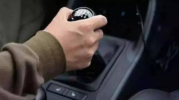 """最""""毁车""""的五大驾驶习惯,不出半年你的车分文不值!"""