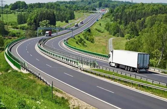 高速公路为什么要修成弯的?